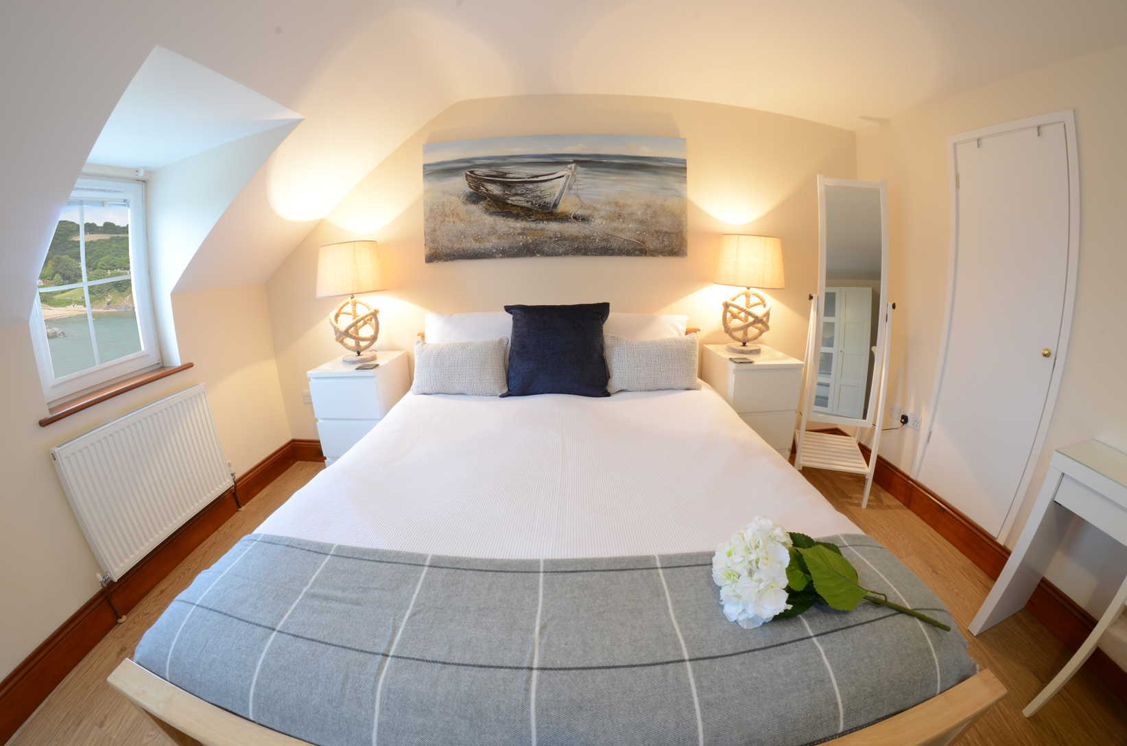 Glanmordy No 2 double room - Aberporth Holiday Cottages